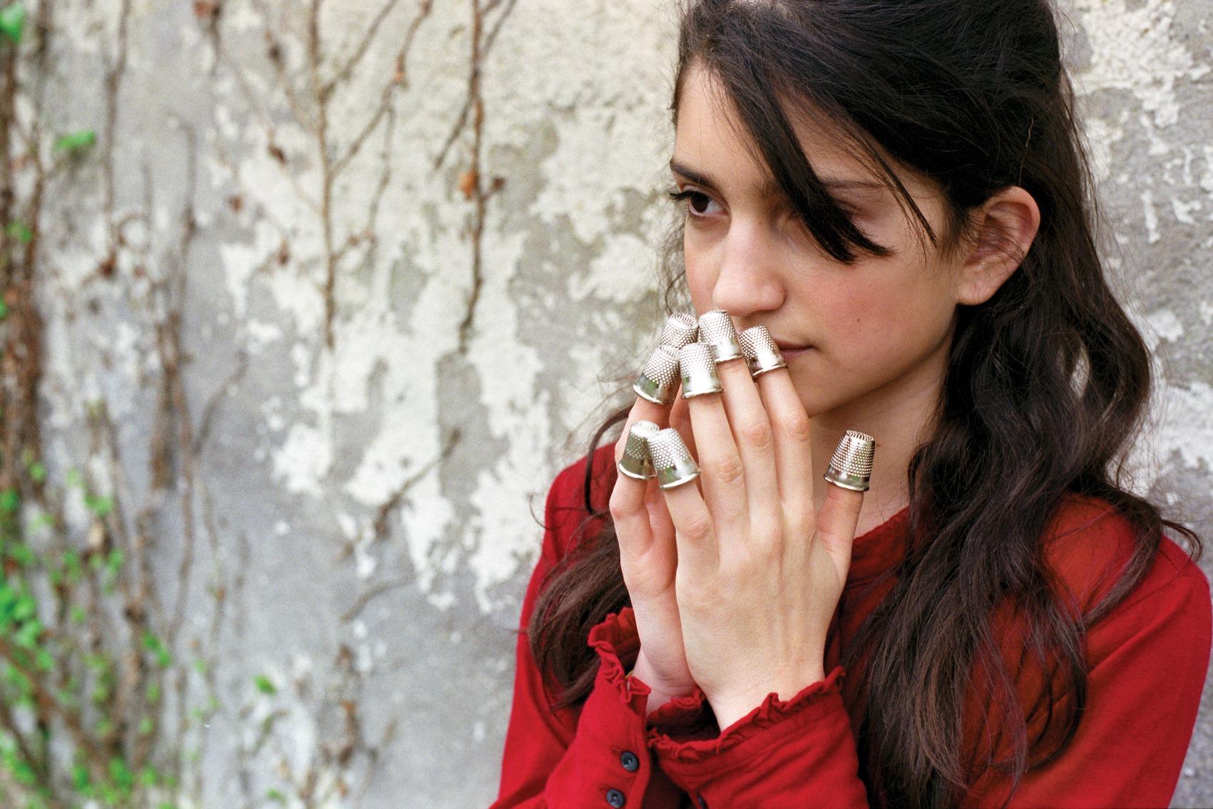In sogno mi pareggi le unghie